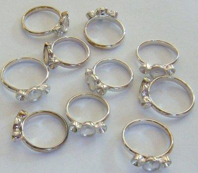 base per anelli  diverse misure in metallo colore argento