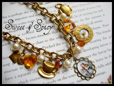 ALICE IN WONDERLAND CHARMS BRACELET-BRACCIALE VINTAGE ALICE IN WONDERLAND CON CIONDOLI A TEMA