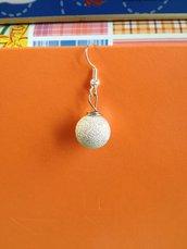 Orecchino perle diamantate color argento