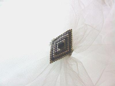 """Anello a rombo in tessitura """"brick stitch"""" con perline in vetro Miyuki - cod. E10"""