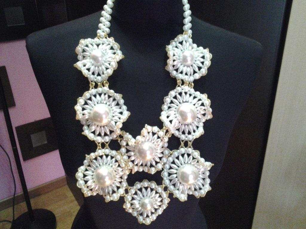 collana con perle incastonate
