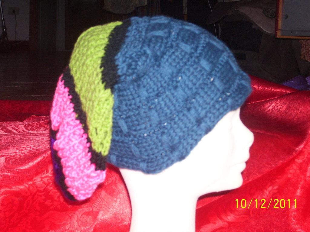 cappello di lana fatto a mano