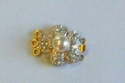 chiusura a 3 fili in metallo dorato , perla e strass