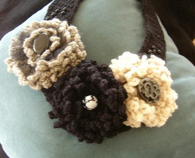 Collana di grandi fiori