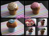 Cupcake giocattolo in feltro realizzato a mano.