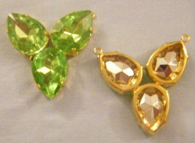ciondolo,centrale per collana , in metallo dorato e strass