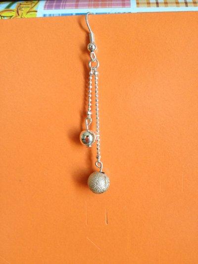 Orecchino sfere diamantate pendente