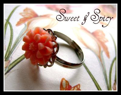SWEET LITTLE FLOWER VINTAGE CABOCHON RING-ANELLO VINTAGE CON PICCOLO CABOCHON A FORMA DI FIORE