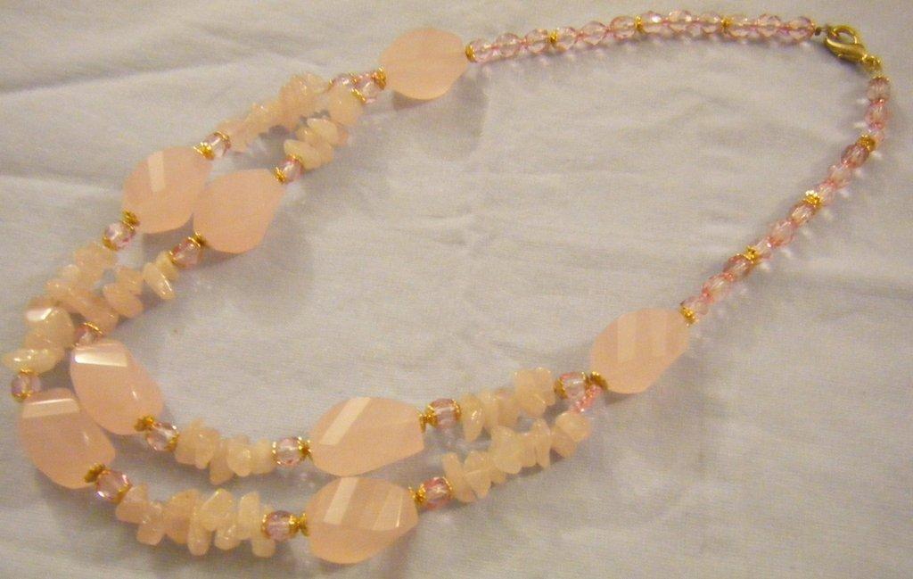 collana girocollo con pietre dure, quarzo rosa, e mezzo cristallo