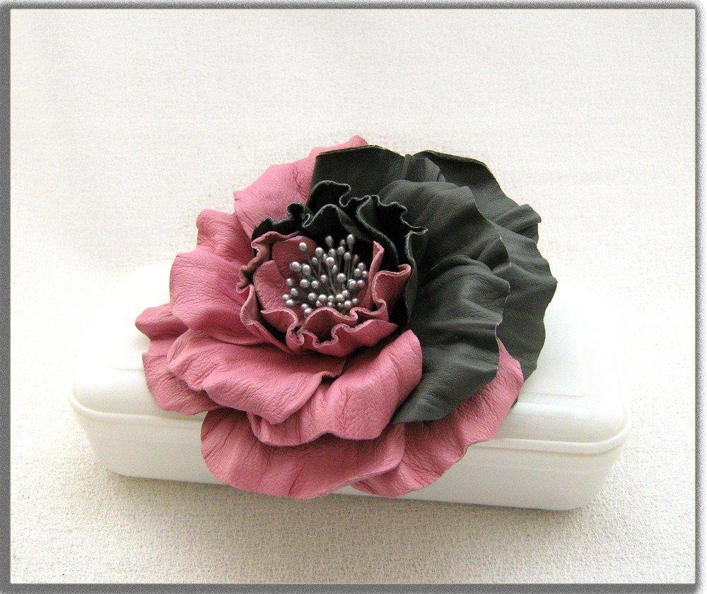 spesso Spilla fiore di pelle. Rosa bicolore. - Gioielli - Spille - di  RV58