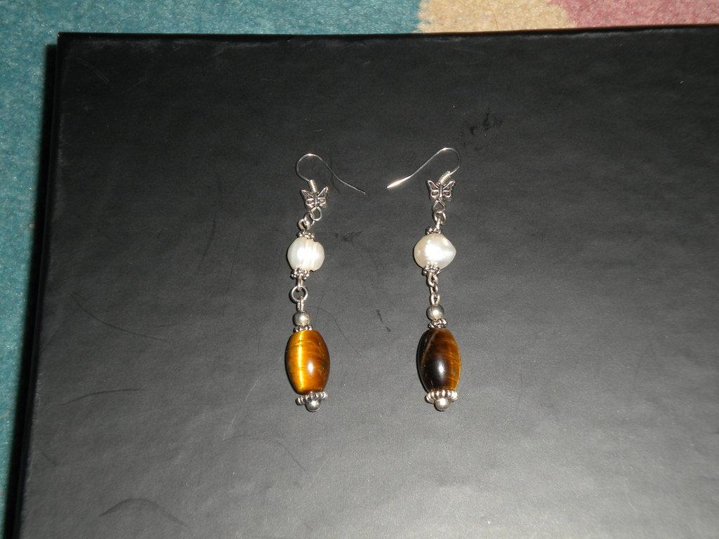 Orecchini pendenti argento tibetano e perle