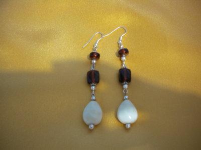orecchini pendenti con perla a goccia fatti a mano