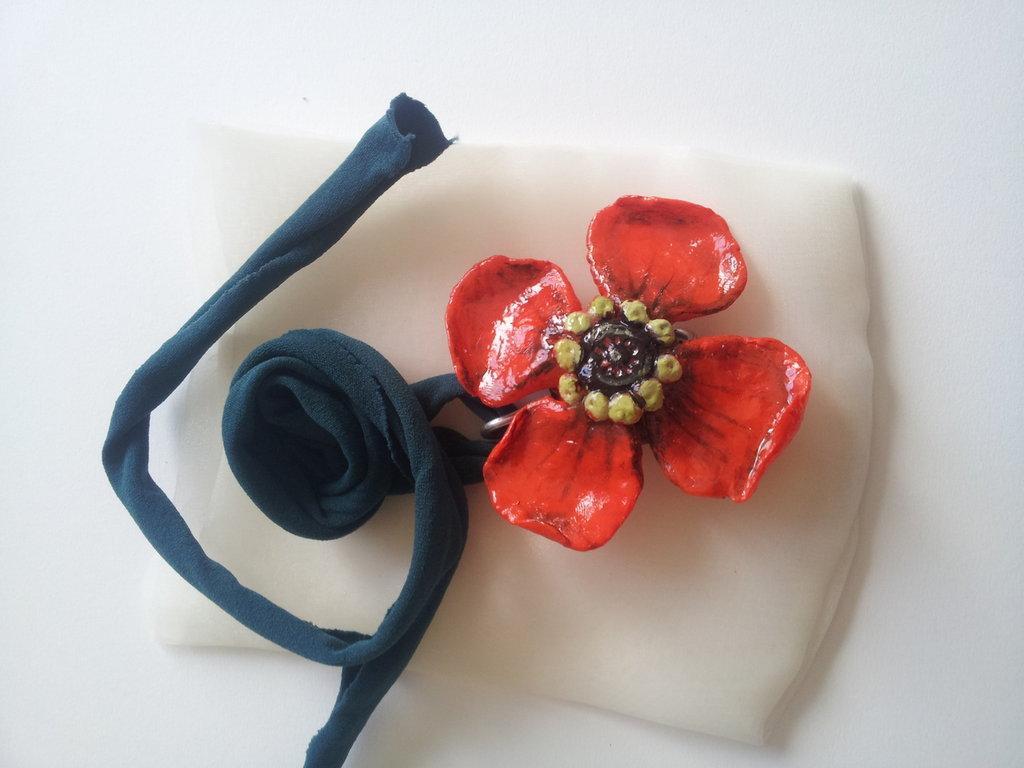 ciondolo fiore rosso
