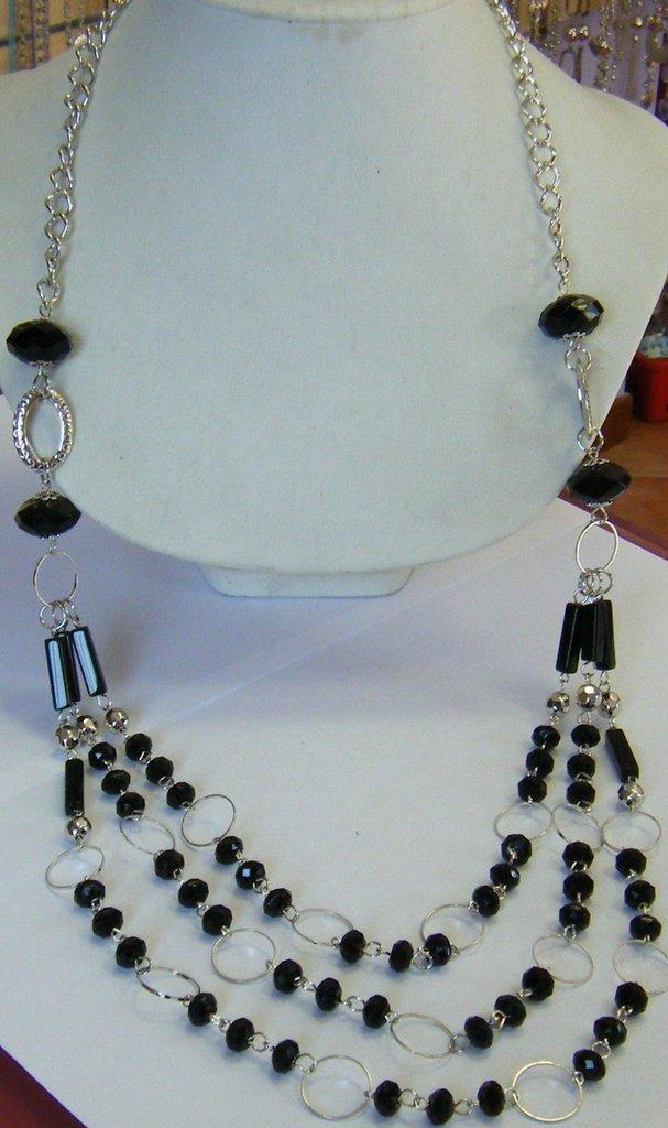 bellissima collana lunga con catena in metallo colore argento e perle