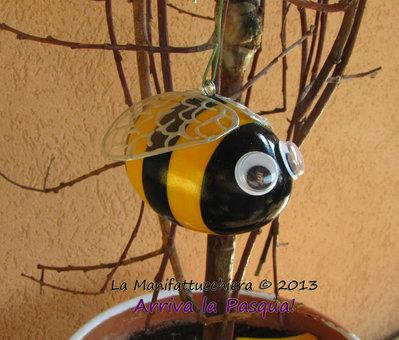 L'ape, uovo decorato