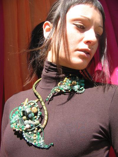 Girocollo verde in macramè e pietre