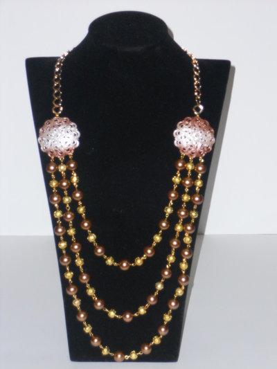 Collana con perle color bronzo