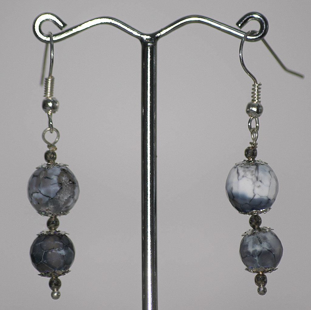 Orecchini con due elemnti di agata striata grigio per orecchino