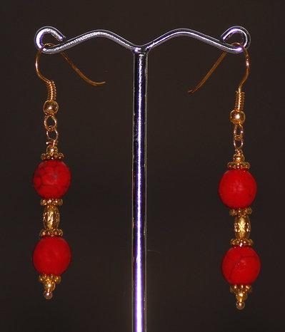 Orecchini in giada striata rossa con doppia pietra e montatura color oro