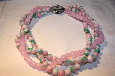 Girocollo di perle bicolore.
