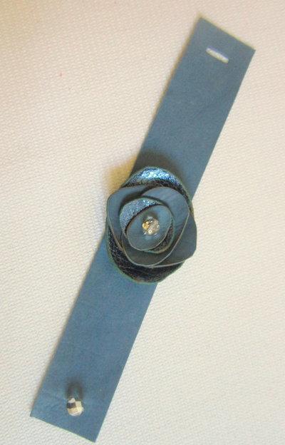 Bracciale fiorito 1            Cod. BR14
