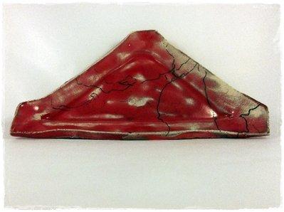 Piattino triangolare ceramica raku rosso con crine