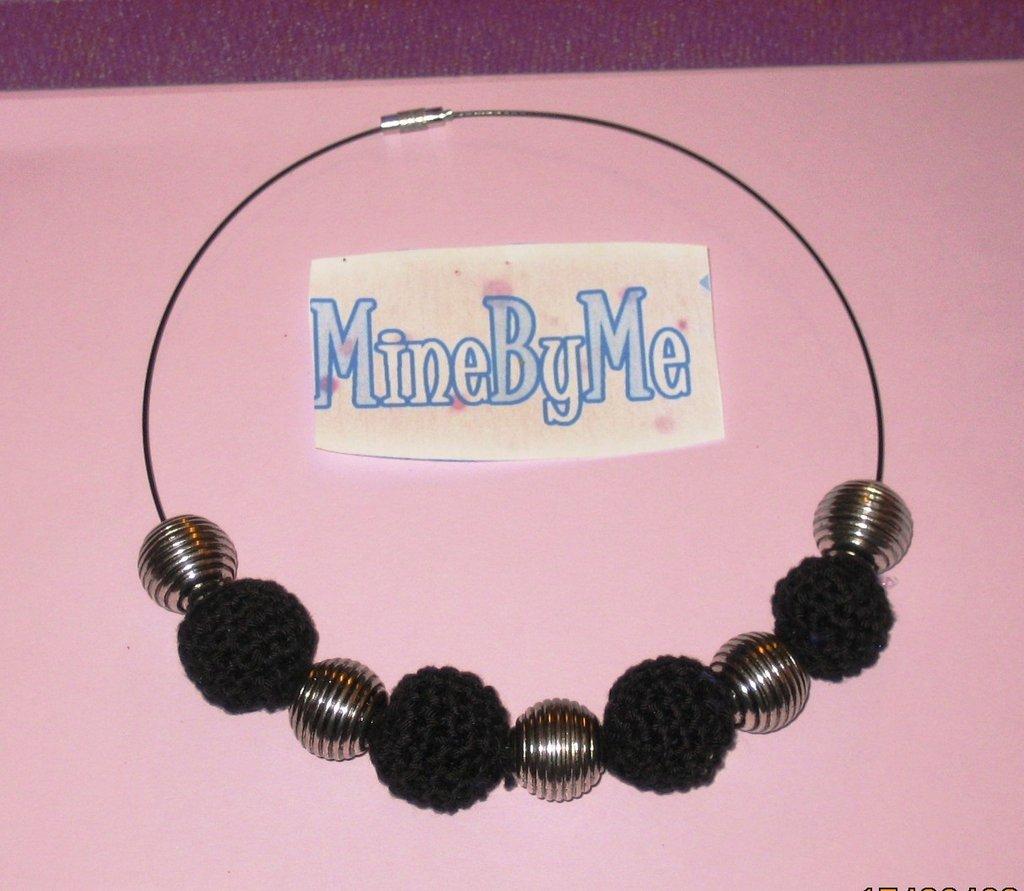 girocollo sfere in cotone e perle  nero-argento