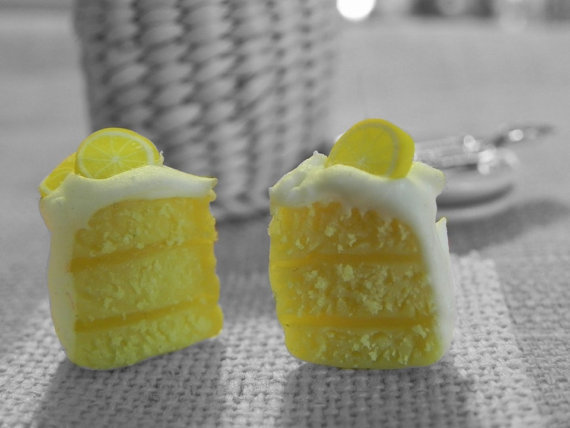 miniatures to wear - Orecchini con torta al limone