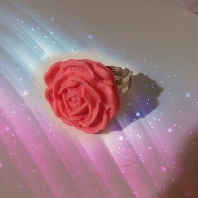 Una Rosa tra le dita - anello