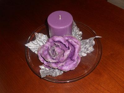 Piatto in vetro con candela viola