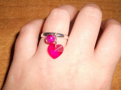anello con cuore fucsia