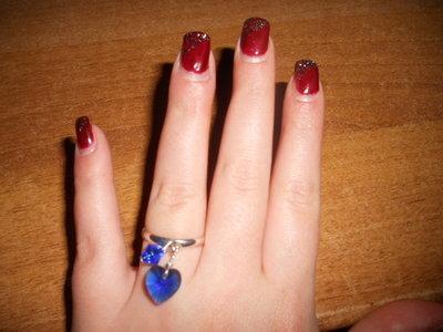 anello con cuore e bicono blu