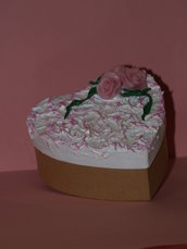 Scatoletta in cartone con rose in pasta di mais