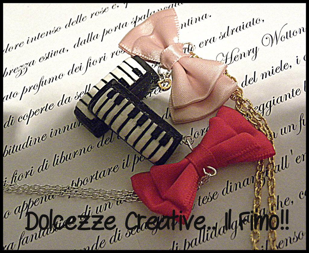Collana Tastiera - versione argento con fiocco rosso-