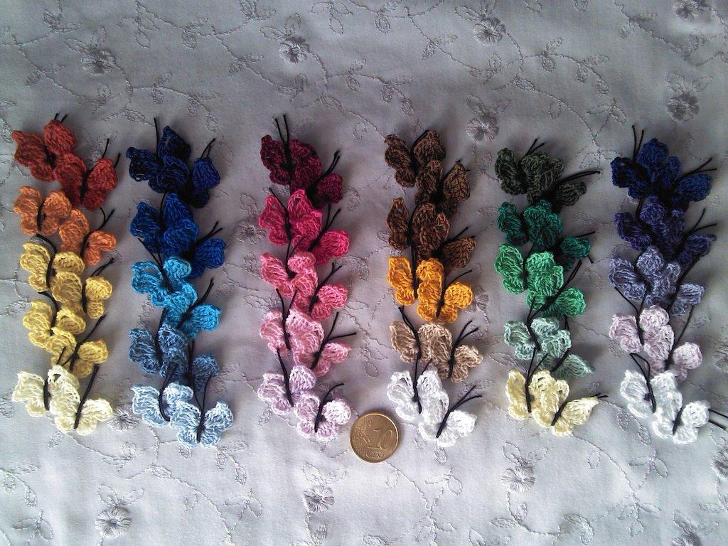 Gruppo di 10 farfalline ad uncinetto in cotone