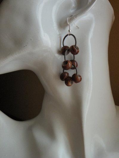 orecchini a grappolo color legno