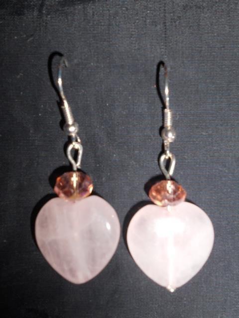 orecchini con cuori in quarzo rosa