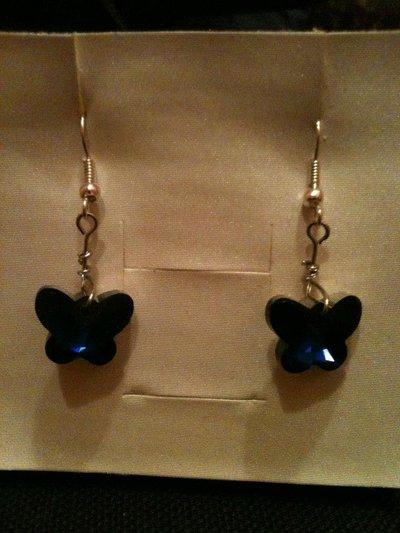 orecchini corti con farfalla blu