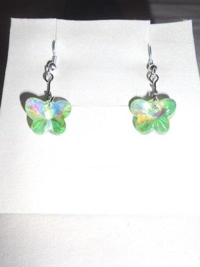 orecchini corti con farfalla verde