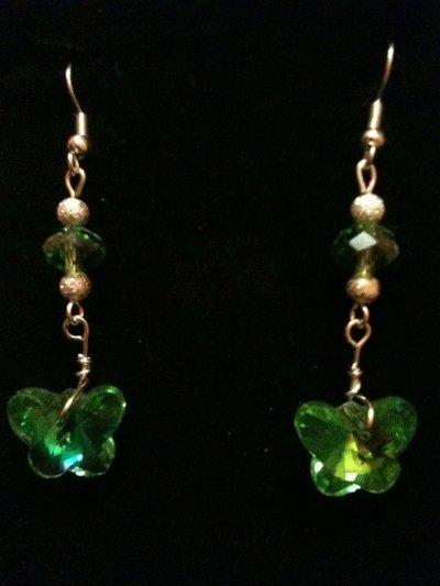 orecchini lunghi con farfalla verde
