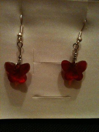 orecchini corti con farfalla rossa