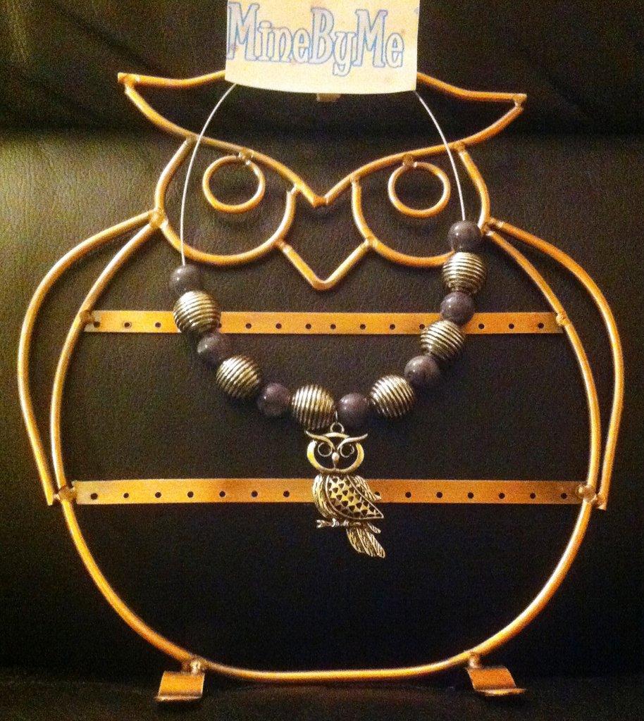 collana girocollo con Gufo pendente. grigia