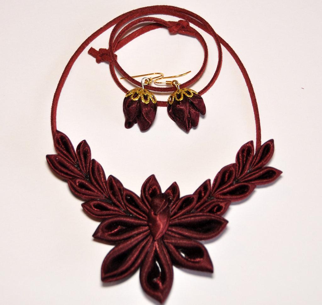 Collana e orecchini kanzashi fatti a mano