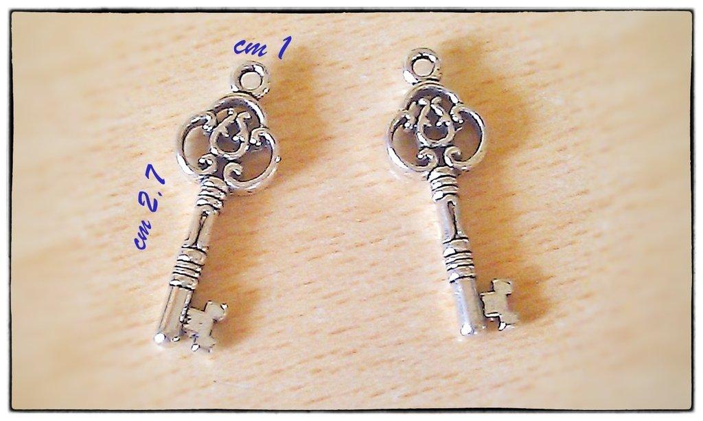 LOTTO 2 charms ciondoli a forma di chiave color argento STOCK