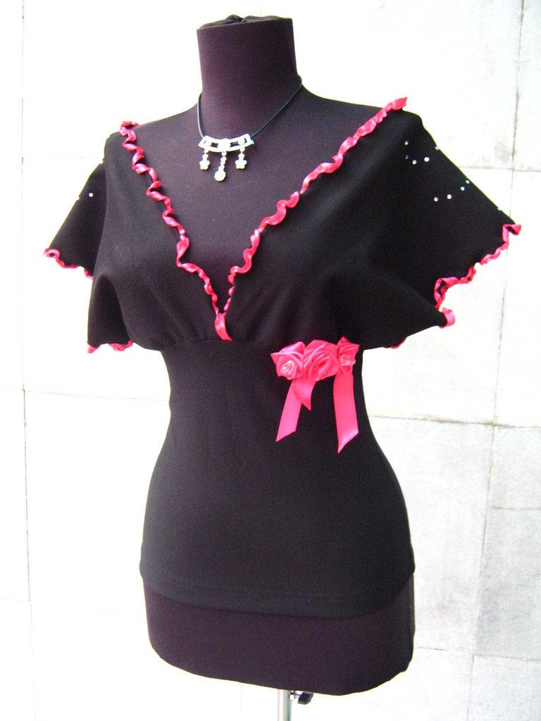 Elegante signore camicetta, raso e decorato con cristalli di cotone a maglia stretta.