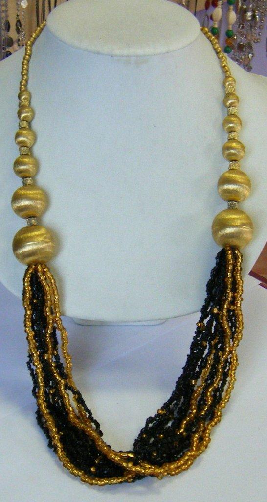 collana multifili con conteria e perline