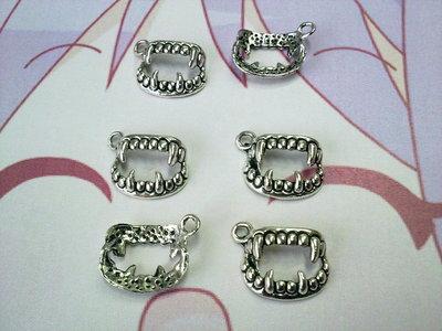 Charms denti color silver