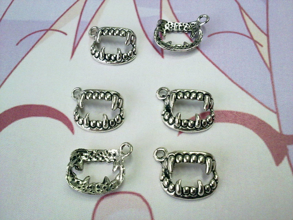 Charms denti color silver