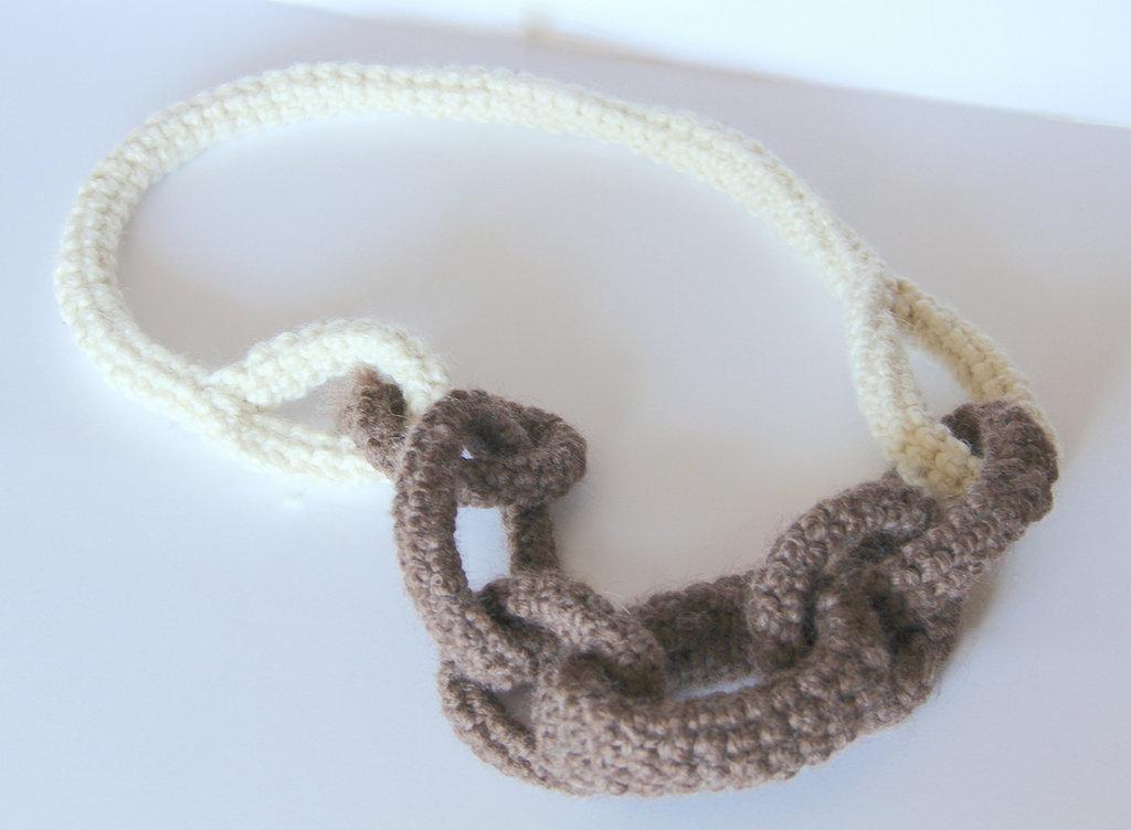 Collana a uncinetto in lana a tubolare - fatta a mano