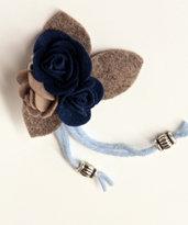 Spilla in panno - rose beige e blu
